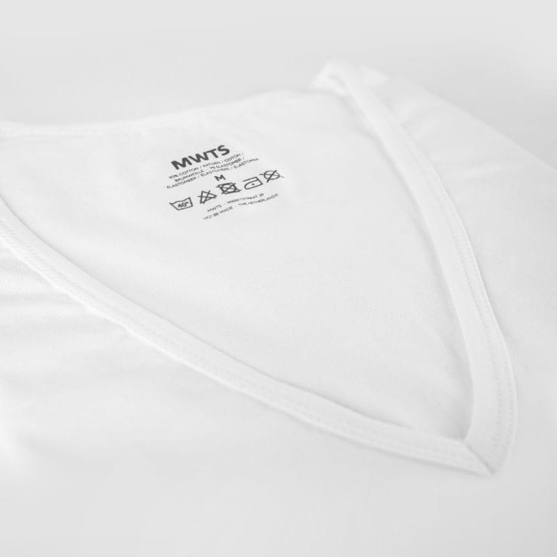Mijn Witte T-shirts-Premium-T-shirt-V-hals-diep-detail